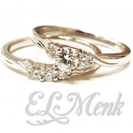 Beautiful 3 Stone Wedding Set