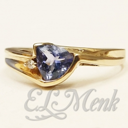 Beautiful Tanzanite and Diamond Ring