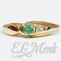 Attractive Emerald and Diamond Ring