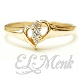 Beautiful 3 Stone Heart Ring